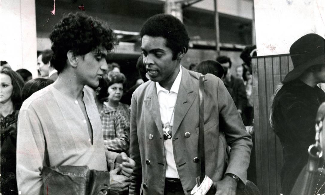 Caetano Veloso e Gilberto Gil, em julho de 1969, dias antes de partirem para o exílio Foto: Arquivo / Agência O Globo