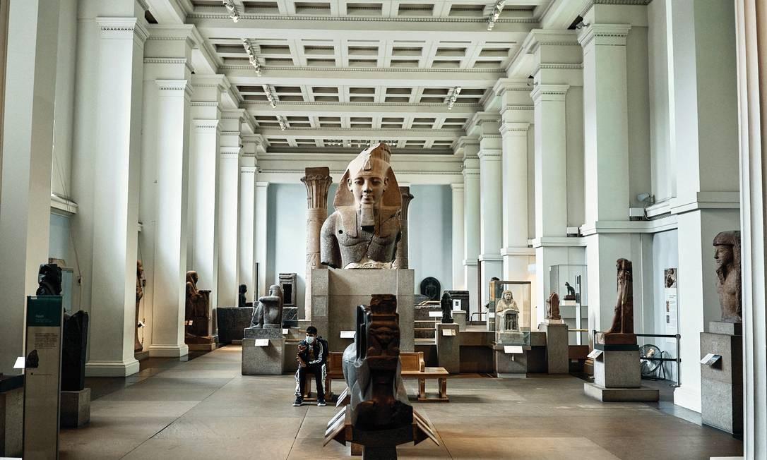 Ala egípcia no British Museum, em Londres, que mudou uma série de conteúdos para ressaltar ligações com escravidão e colonialismo Foto: Tom Jamieson/The New York Times