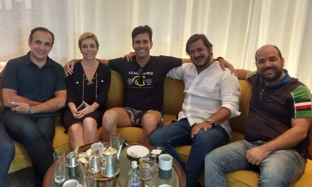 Hugo Leal, Cristiane Brasil, Luiz Lima, Antônio Rueda e Sargento Gurgel em reunião neste sábado: aliança próxima Foto: Foto de leitor