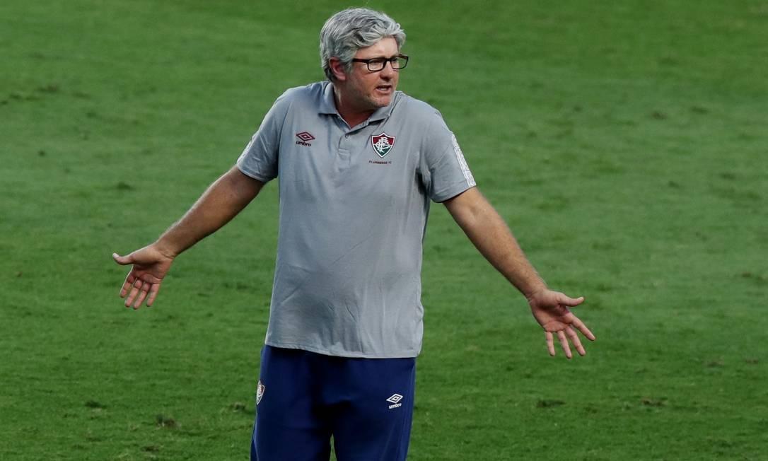 Odair Hellmann reage durante a derrota do Fluminense para o São Paulo de Fernando Diniz Foto: AMANDA PEROBELLI / REUTERS