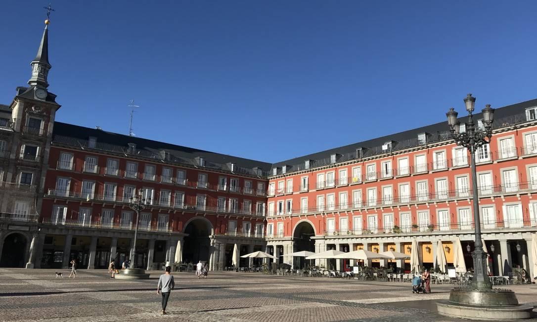 Plaza Mayor, no centro de Madrid: poucas pessoas nas ruas Foto: Alessandro Soler / Agência O Globo