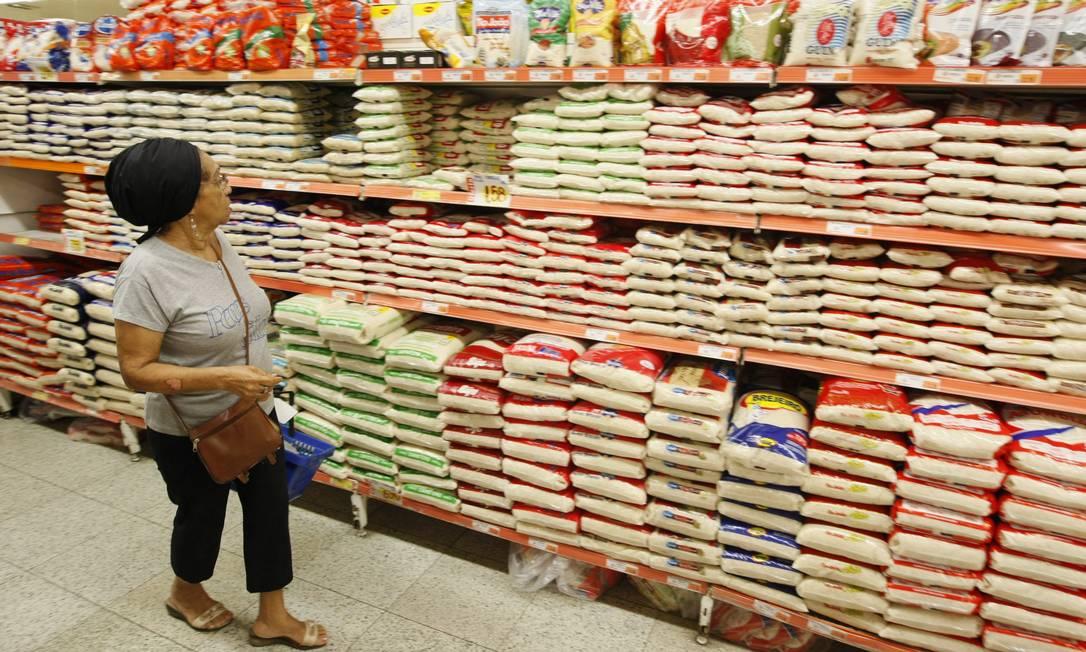 Prateleira de arroz Foto Gustavo Azeredo / Agência O Globo. Foto: Gustavo Azeredo / .