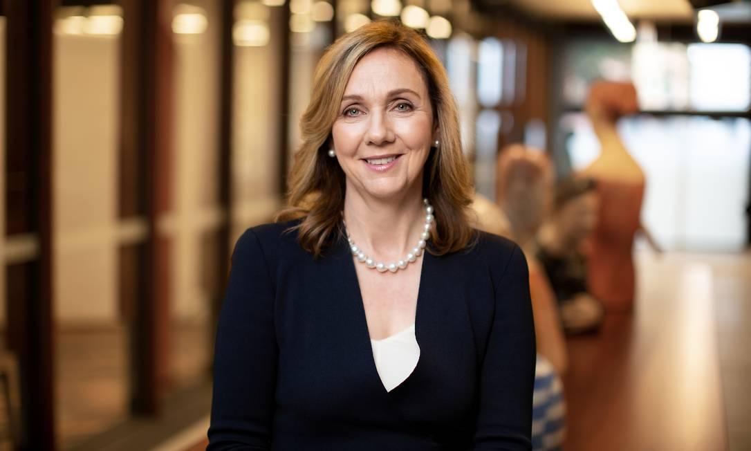 A diretora executiva da Free TV, Bridget Fair, defende o fortalecimento das empresas de jornalismo para combater as notícias falsas Foto: Divulgação