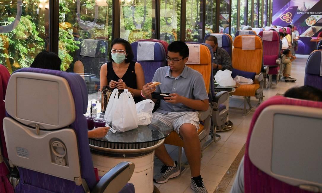 O restaurante temporário foi montado no refeitório do escritório central da Thai Airways em Bangcoc, capital da Tailândia Foto: CHALINEE THIRASUPA / REUTERS
