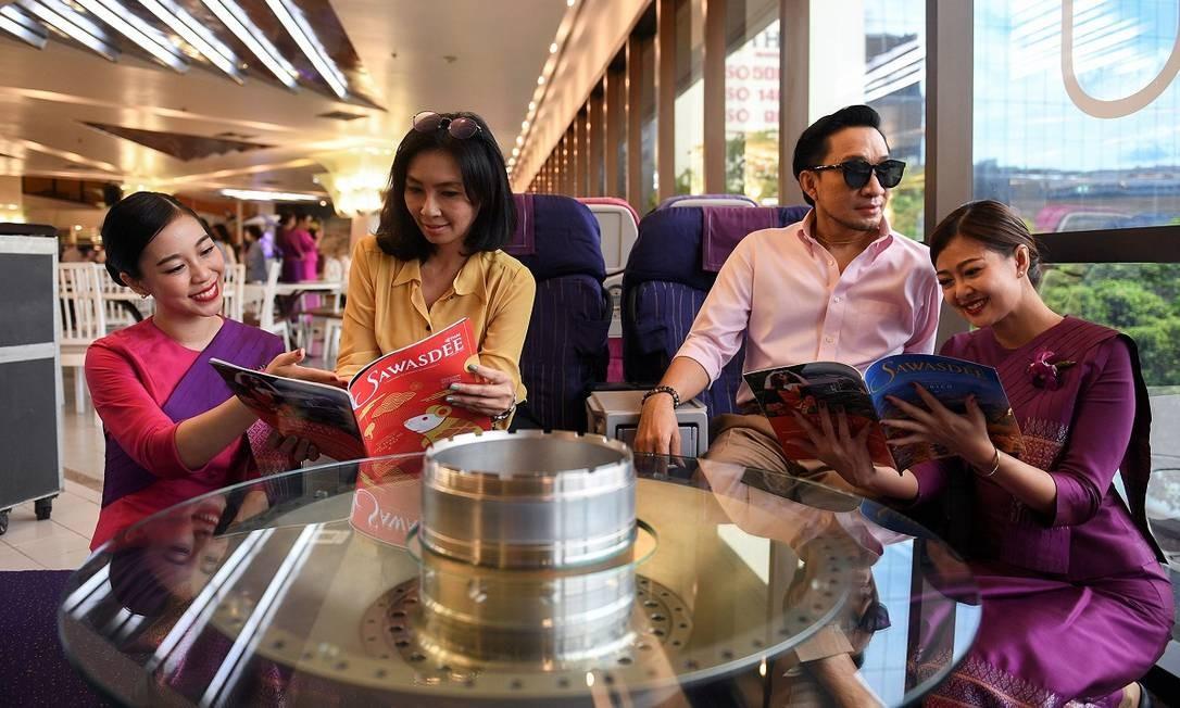 O restaurante também tem uma fileira com assentos de primeira classe, para clientes tirarem fotos Foto: CHALINEE THIRASUPA / REUTERS