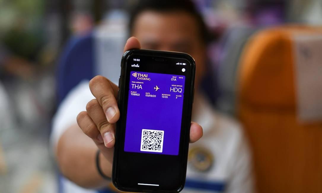 Para entrar no restaurante temático, clientes devem apresentar a reserva, em forma de cartão de embarque Foto: CHALINEE THIRASUPA / REUTERS