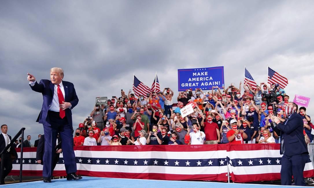Trump em campanha em Winston-Salem, Carolina do Norte: presidente dos EUA admitiu a Bob Woodward ter minimizado de propósito importância do coronavírus Foto: MANDEL NGAN / AFP