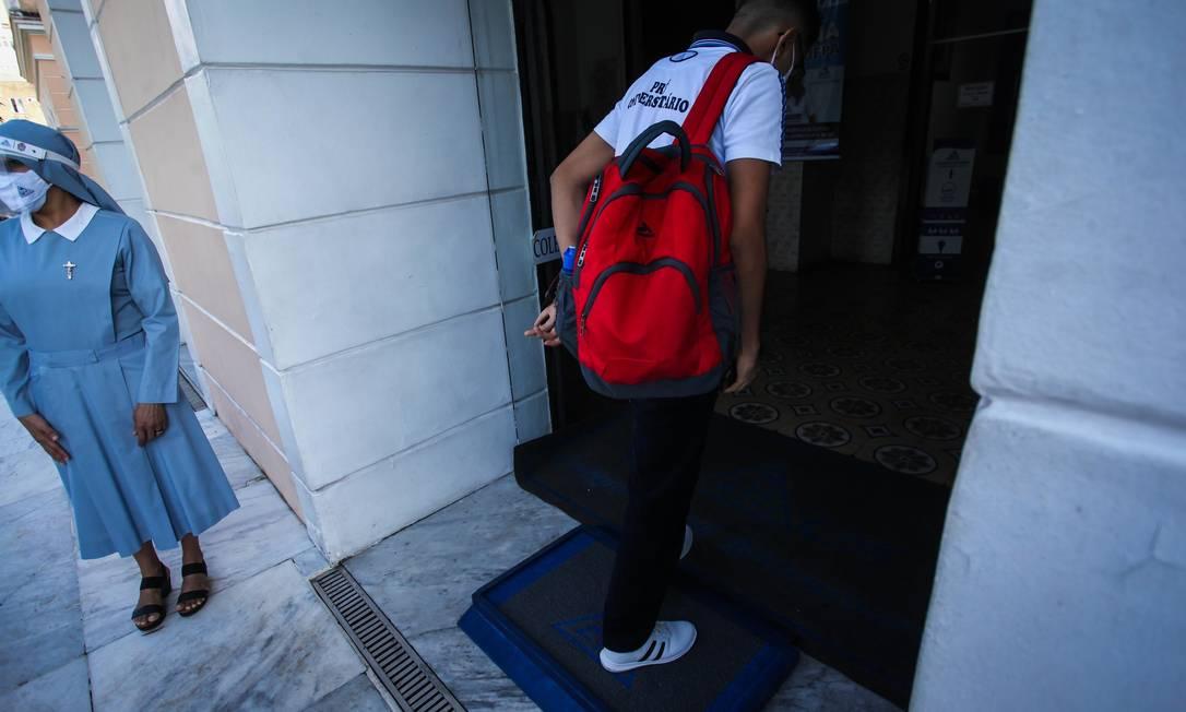 Estudante volta às aulas em Belém (PA) Foto: Fotoarena / Agência O Globo