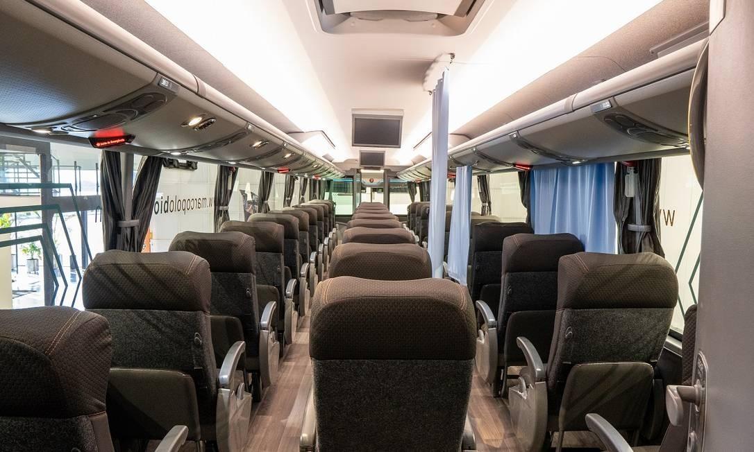 Dois corredores, poltronas individuais e cortinas no interior de um ônibus da Marcopolo equipado com a tecnologia BioSafe Foto: Gelson M. da Costa / Divulgação