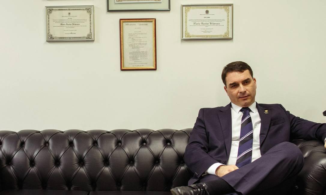 BRASIL - Brasilia, DF - 02/07/2019 - Retrato do senador Flavio Bolsonaro (PSL-RJ). Em entrevista a revista Época, o senador falou sobre as investigações a que responde, o caso Queiroz, o governo do pai, as acusações de envolvimento com milicianos, entre outros assuntos. Acompanhou a entrevista o advogado do senador, Fred Wassef. Foto: Daniel Marenco Foto: Daniel Marenco / Agência O Globo