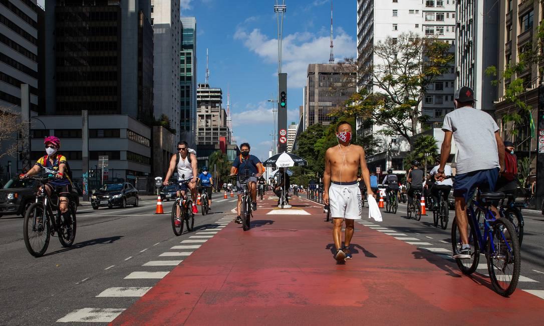 Pandemia estimulou uso de bicicletas nas capitais brasileiras Foto: Alexandre Schneider / Getty Images