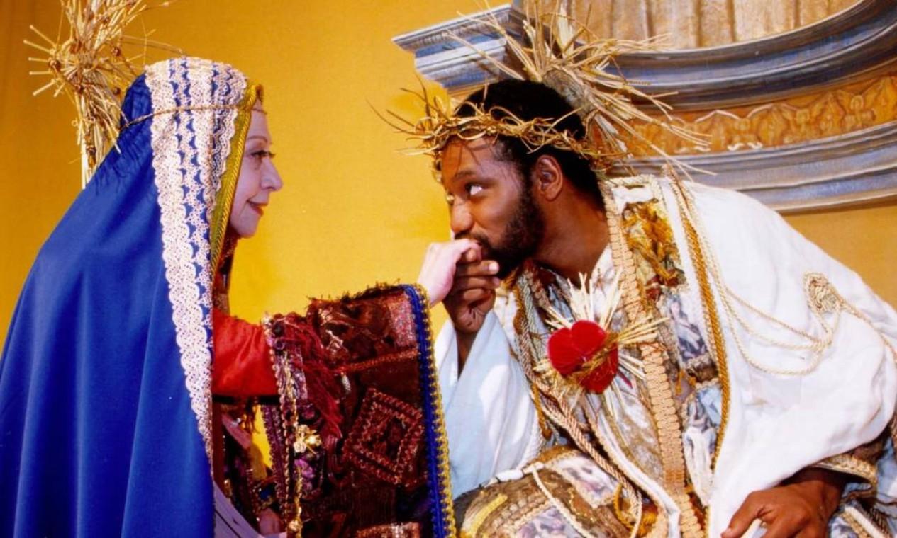 Fernanda Montenegro, como a Aparecida, e Maurício Gonçalves, no papel de Jesus. Filme tem direção de Guel Arraes Foto: Divulgação