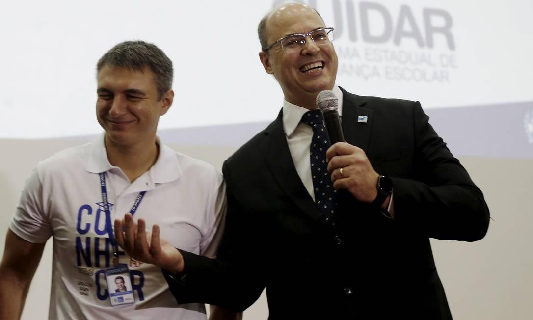 O governador Wilson Witzel com Pedro Fernandes: o terceiro secretário a ser preso Foto: Gabriel de Paiva / O Globo - 17.04.1019