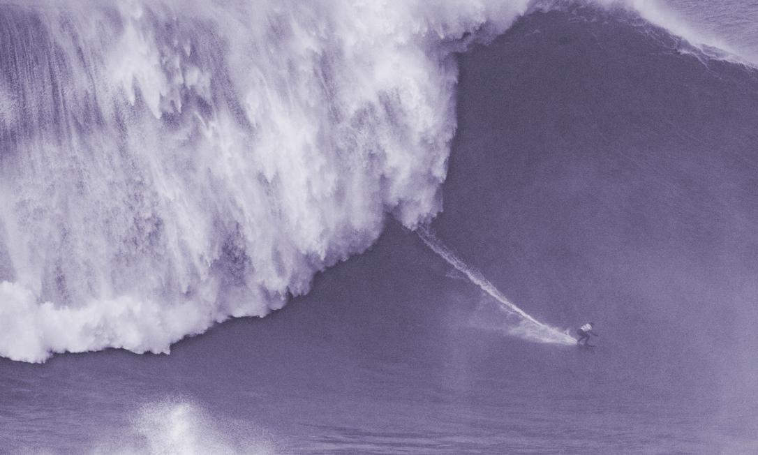 Maya Gabeira em Nazaré, na maior onda já surfada no mundo por uma mulher Foto: Damien Poullenot / WSL via Getty Images
