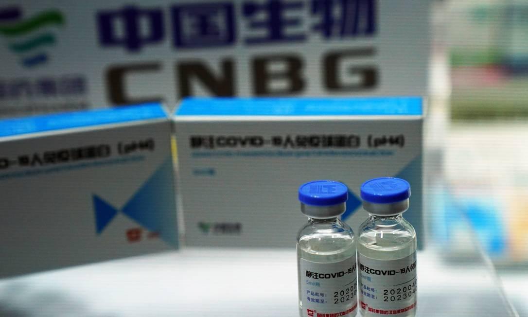 Frascos de vacina candidata da China National Biotec Group, do grupo Shinopharma, contra o coronavírus, que teria sido aplicada em centenas de milhares de chineses desde julho Foto: TINGSHU WANG / Reuters
