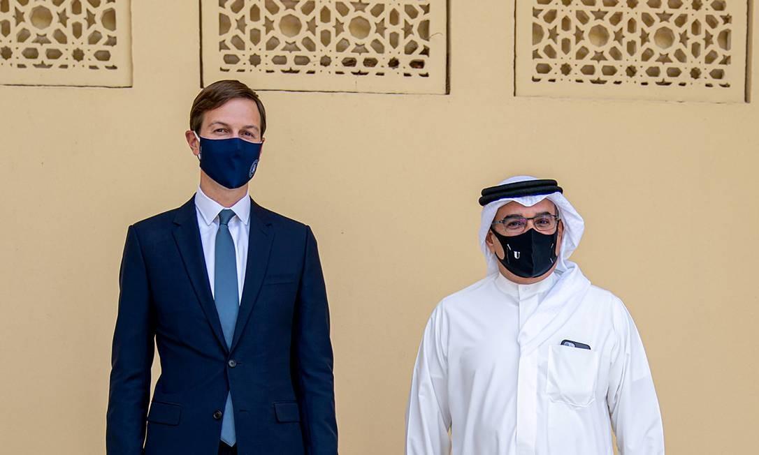 Conselheiro e genro de Trump, Jared Kushner, ao lado do príncipe saudita Salman bin Hamad Al Khalifa Foto: Handout . / VIA REUTERS / 1-9-2020