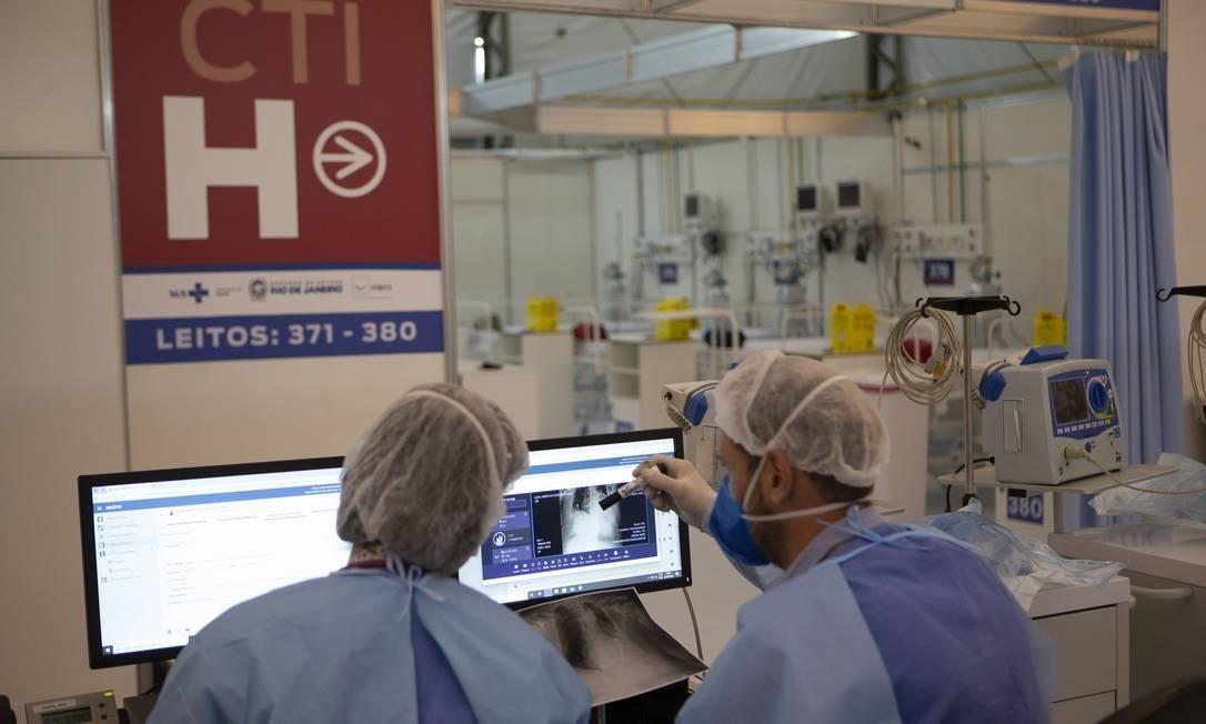 Diversas dúvidas sobre a Covid-19 ainda pairam sobre as cabeças de médicos em todo o mundo Foto: Alexandre Cassiano / Agência O Globo