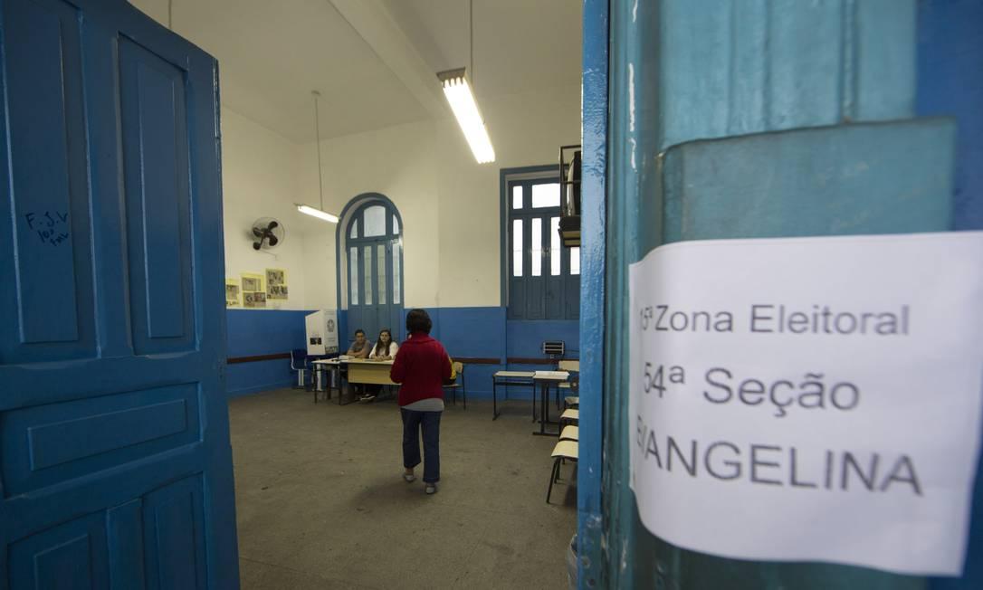 Seção eleitoral localizada na Zona Norte do Rio Foto: Antonio Scorza / Agência O Globo