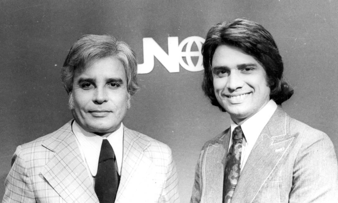 Cid Moreira e Sergio Chapelin no 'Jornal Nacional': primeiro programa exibido em rede para todo o país Foto: Arquivo