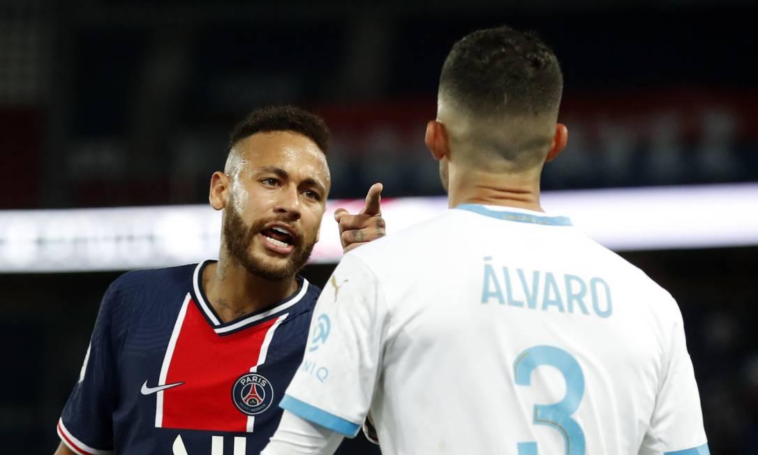 Neymar, do PSG, discute com González Foto: GONZALO FUENTES / REUTERS