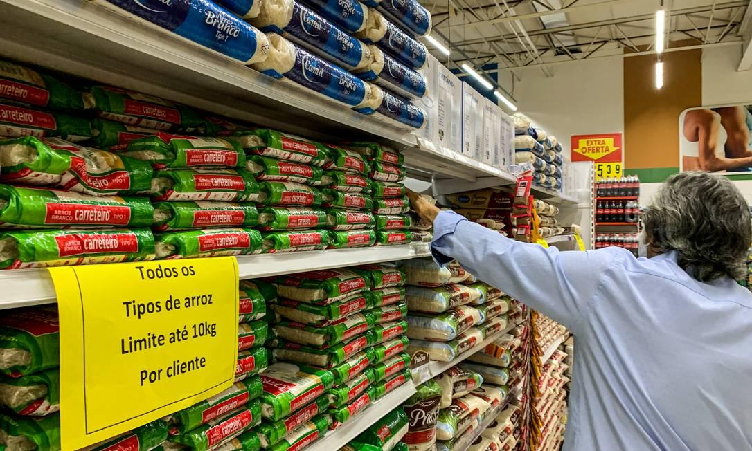 Preço do arroz já subiu 20%: alta de itens das cesta básica afeta os mais pobres Foto: Brenno Carvalho