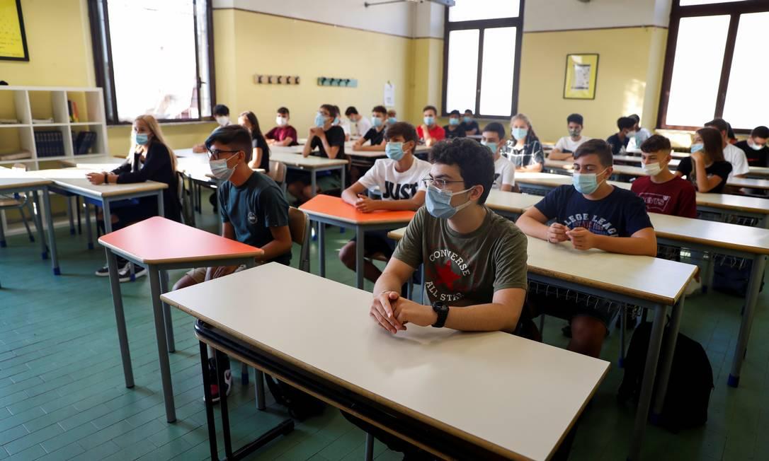 Estudantes retornaram às aulas presenciais na Itália nesta segunda-feira Foto: Yara Nardi / Reuters