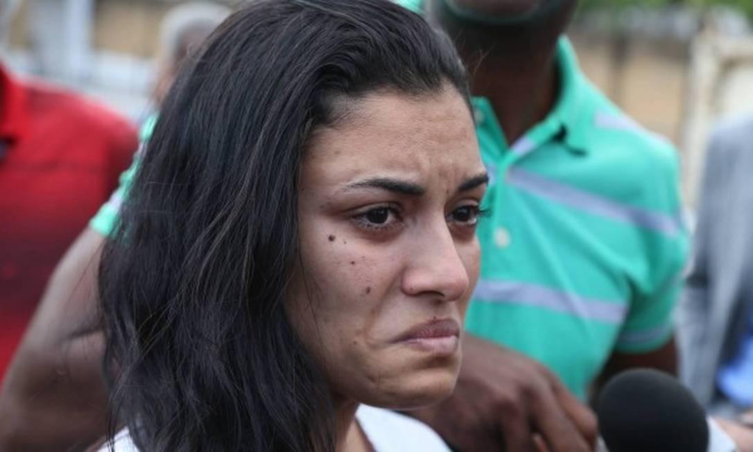 Danielle é fotografa chorando ao sair do presídio, em junho de 2019 Foto: Pedro Teixeira / Pedro Teixeira/Agência O Globo