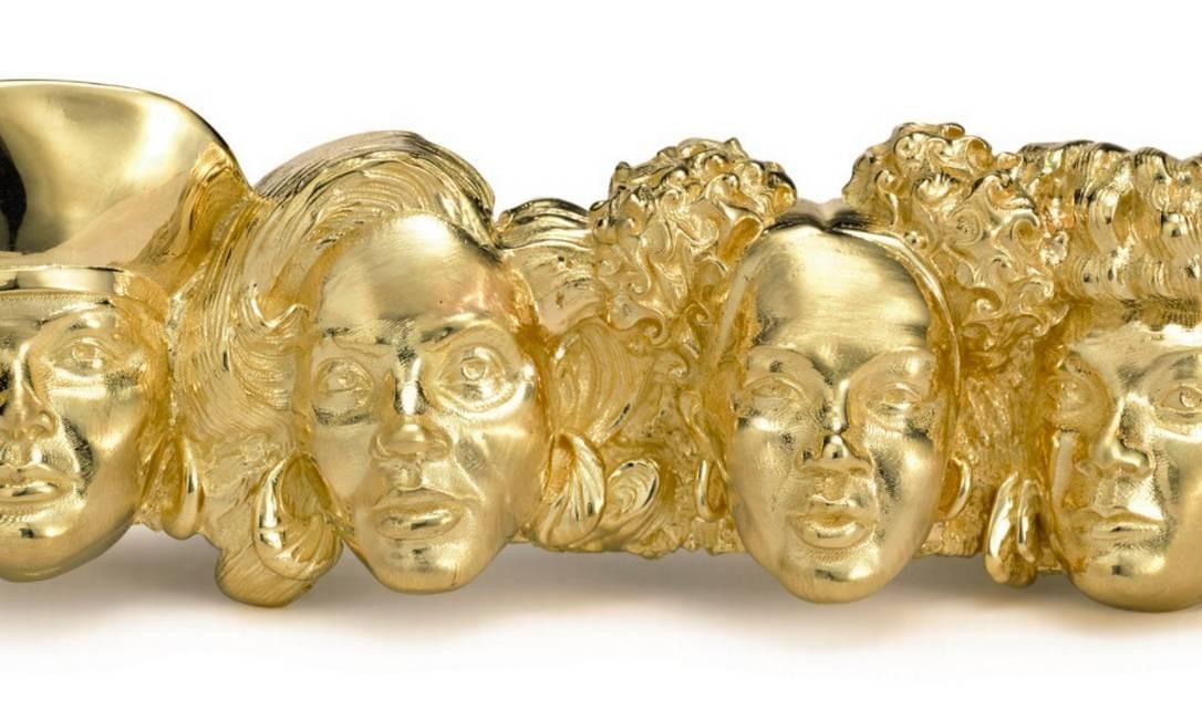 """""""Ladies first"""", conjunto de anéis do artista plástico Johnny Nelson com as rostos das rappers Queen Latifah, Mc Lyte, Lady of Rage e Roxanne Shanté: em leilão na Sotheby's Foto: Reprodução"""