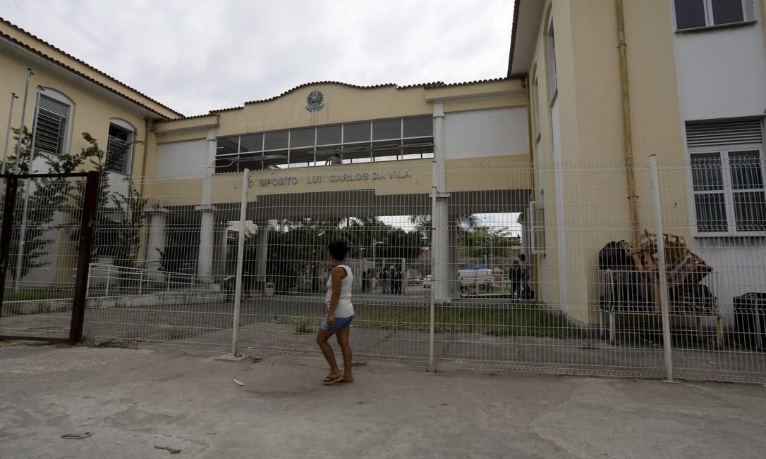 Colégio Estadual Luiz Carlos da Vila, em Manguinhos, Zona Norte do Rio Foto: Custódio Coimbra / Agência O Globo