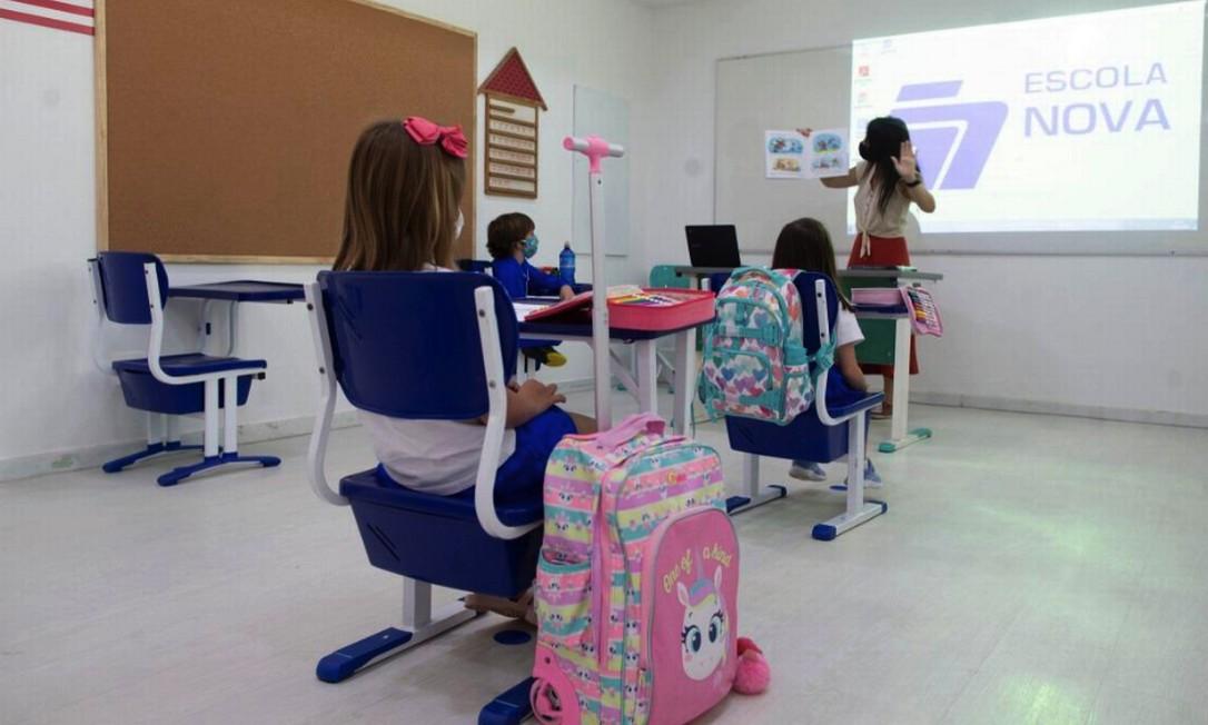 No primeiro dia de retorno das aulas presenciais, antes de nova proibição, poucos alunos compareceram à Escola Nova, na Gávea Foto: Márcia Foletto / Agência O Globo