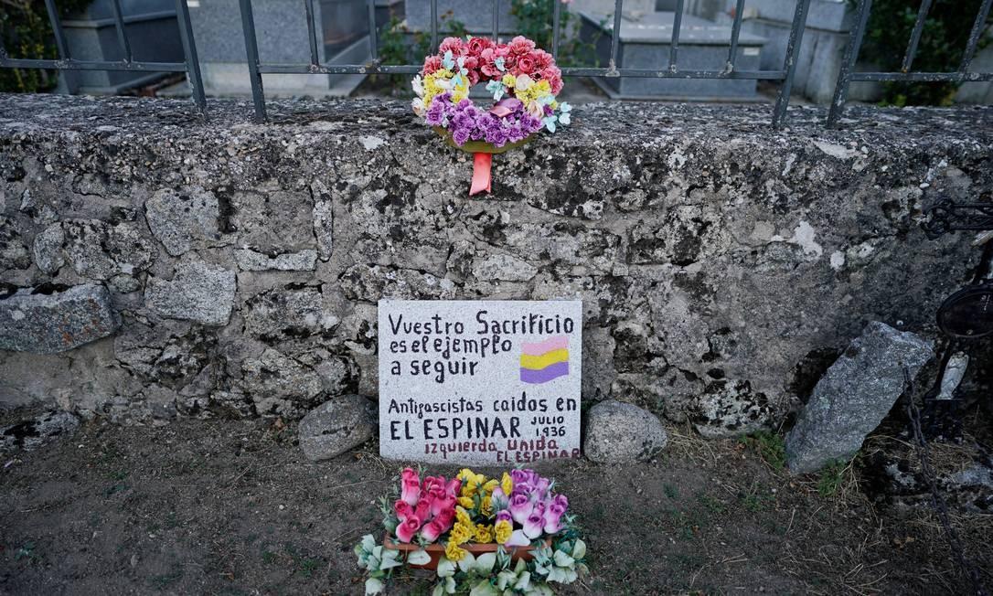 Vala comum que contém os restos mortais de pessoas mortas pelas forças do ditador Francisco Franco Foto: JUAN MEDINA / REUTERS/31-08-2020