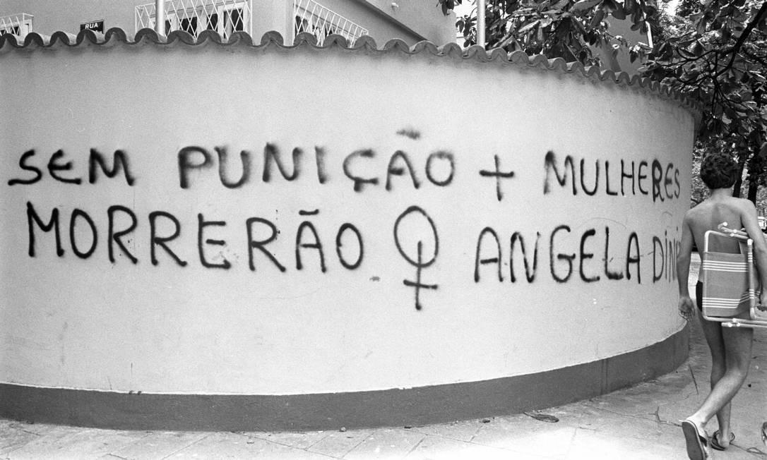Muro pichado em Ipanema pede a punição para o assassino de Ângela Diniz, morta em 1976 pelo então namorado, o playboy Doca Street, ao tentar romper o relacionamento Foto: Arquivo O Globo (28/10/198)