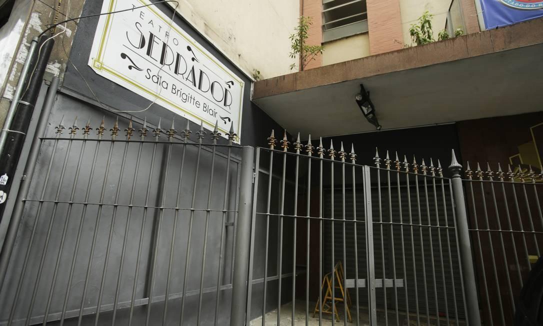 Teatro Serrador, no Centro, está fechado desde o ano passado. Segundo a prefeitura, contrato de locação acabou em fevereiro de 2019 e não foi renovado Foto: ANTONIO SCORZA / Agência O Globo
