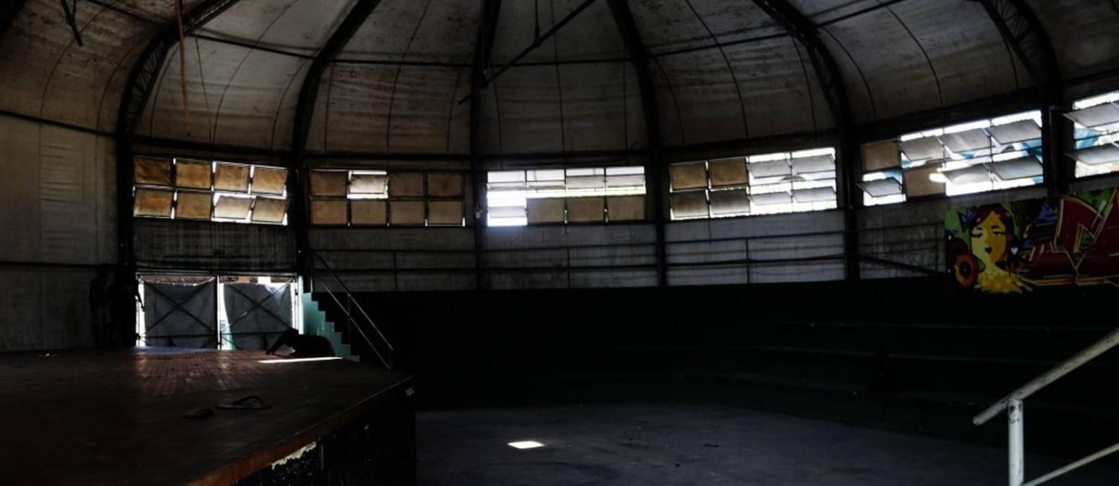 Lona cultural de Santa Cruz virou um amontoado de escombros Foto: ANTONIO SCORZA / Agência O Globo