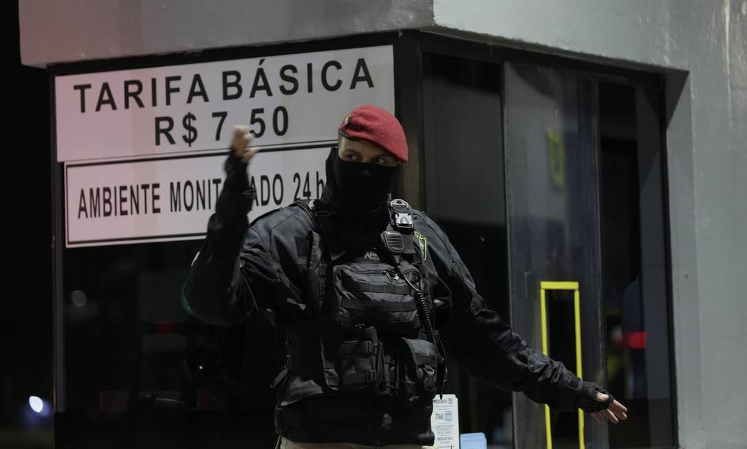 Episódio semelhante ocorreu no fim do ano passado, quando prefeito Marcello Crivella retomou a via Foto: Alexandre Cassiano / Agência O Globo
