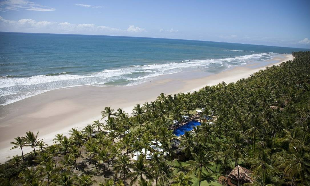Camuflado entre um enorme coqueiral, o resort de luxo Txai Itacaré oferece isolamento pé-na-areia na Praia de Itacarezinho, no sul da Bahia Foto: Divulgação