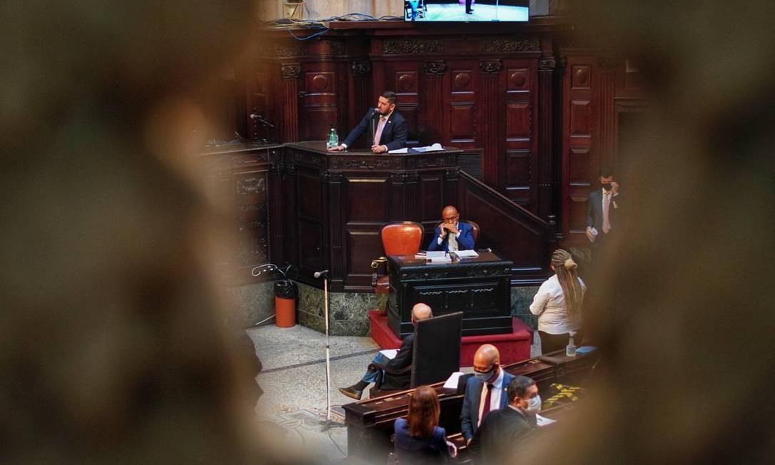 Deputado Rodrigo Bacellar fala na plenária da Alerj Foto: Thiago Lontra / Alerj