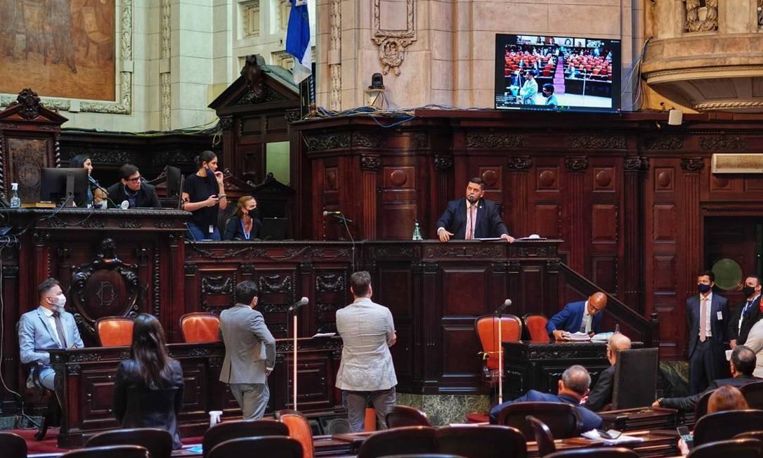 Sessão acontece semipresencial e tem participação de 23 dos 25 deputados da comissão especial Foto: Thiago Lontra / Alerj