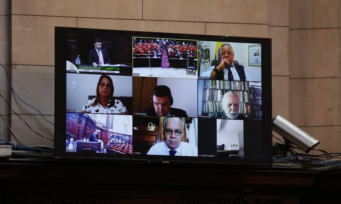 Deputados participam remotamente da votação pelo prosseguimento do processo de impeatchment de Wilson Witzel Foto: Fabiano Rocha / Agência O Globo