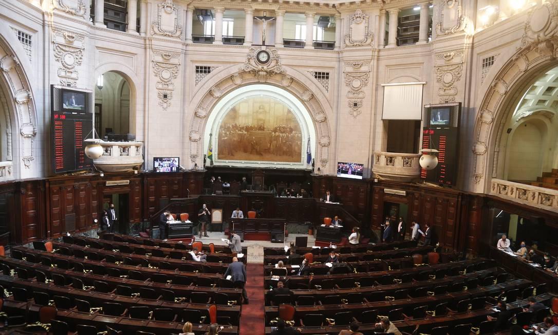 Deputados da comissão que vota parecer sobre impeachment de Wilson Witzel: sessão é semipresencial Foto: Fabiano Rocha / Agência O Globo