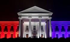 Casa Branca iluminada com as cores da bandeira dos Estados Unidos Foto: Katie Ricks / Divulgação Casa Branca