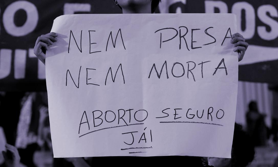 'O acesso ao aborto legal seguro é vital para nossa saúde', diz um dos relatos compartilhados pela organização Shout Your Abortion Foto: Agência O Globo