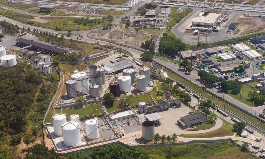 Primeira refinaria do Brasil, a RLAM completou 70 anos prestes a ser vendida. A unidade tem capacidade de produção de 333 mil barris/dia. Foto: Saulo Cruz / MME