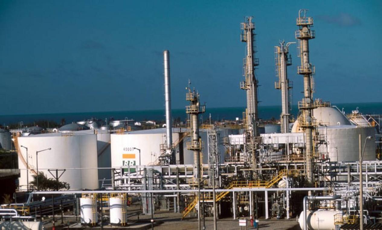 Refinaria Lubrificantes e Derivados do Nordeste (Lubnor), no Ceará, é uma das líderes na produção de asfalto no Brasil, sendo responsável por cerca de 10% da produção do produto no pais. Foto: Divulgação