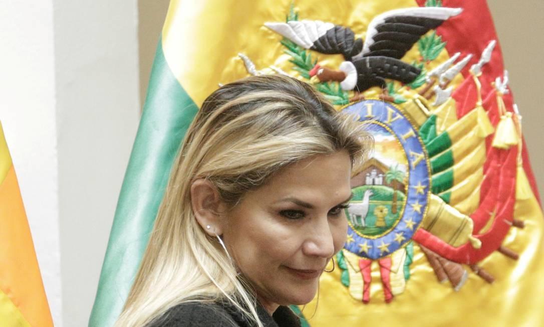 Jeanine Áñez durante cerimônia em La Paz, em março: presidente interina anunciou que deixará disputa eleitoral Foto: David Mercado / REUTERS