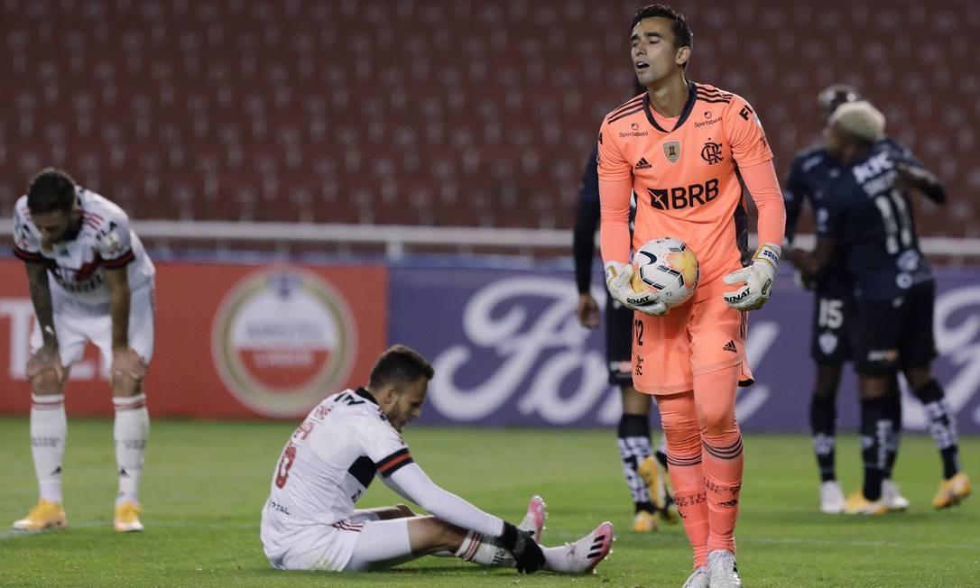 Goleiro Cesar, após o quarto gol sofrido contra o Independiente del Valle Foto: FRANKLIN JACOME / Pool via REUTERS