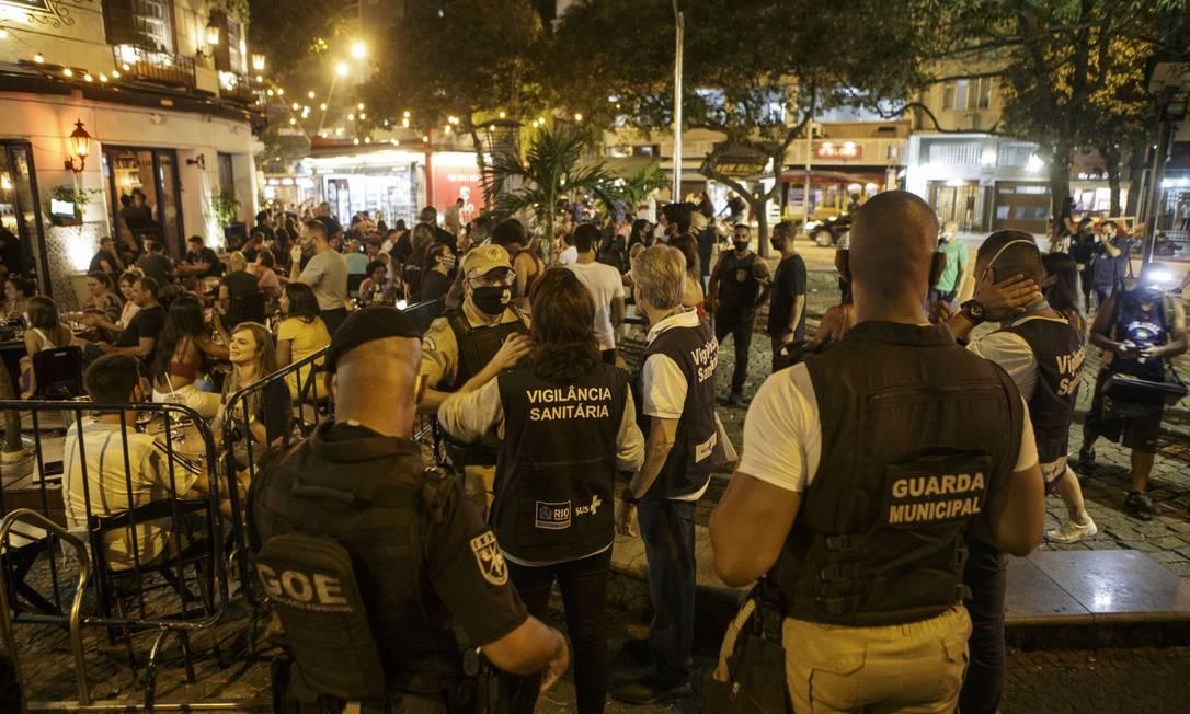 Multas aplicadas durante a pandemia também podem ser canceladas por pacote de Crivella Foto: Alexandre Cassiano / Agência O Globo