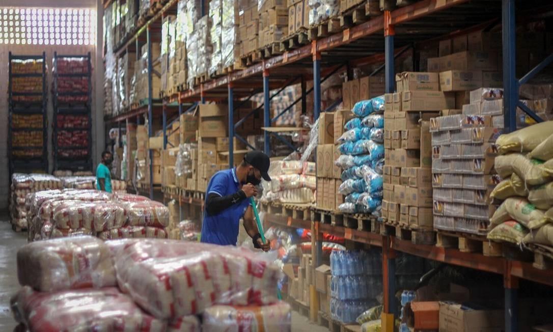 Depósito de loja de alimentos no atacado em São Raimundo Nonato, que atende a região Foto: Manoel Ventura / Agência O Globo