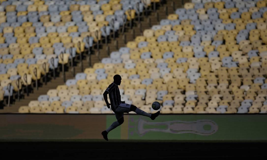 Cadeiras ainda vazias no jogo entre Fluminense e Corinthians no domingo, dia 13, pelo Campeonato Brasileiro Foto: Alexandre Cassiano / Agência O Globo