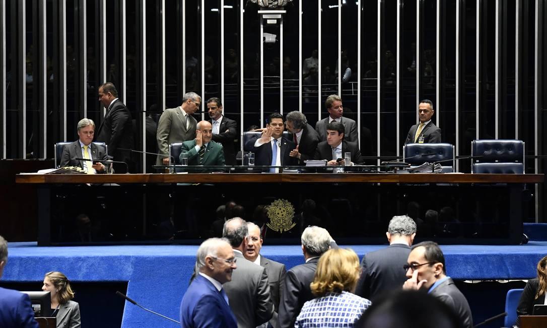 """Sessão do Senado em dezembro de 2019: retomada de atividades em esquema """"drive-thru"""" Foto: Jonas Pereira / Agência Senado/04-12-2019"""